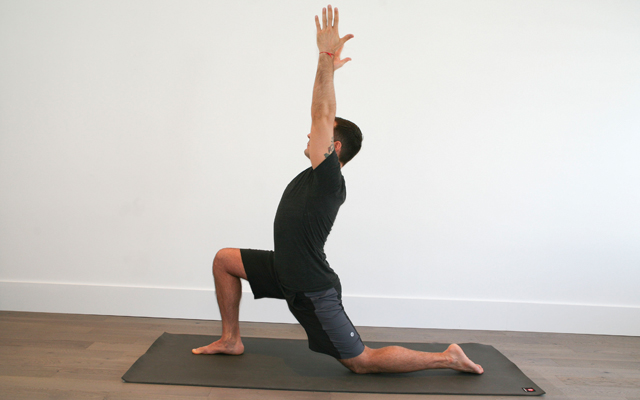 jock_yoga_tutorial_-_active_lunge_stretch_for_hip_flexors_1