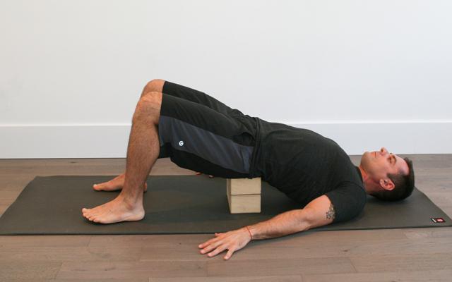 jock_yoga_tutorial_-_reclined_stretch_for_hip_flexors_2