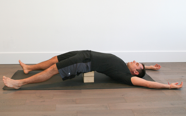 jock_yoga_tutorial_-_reclined_stretch_for_hip_flexors_3
