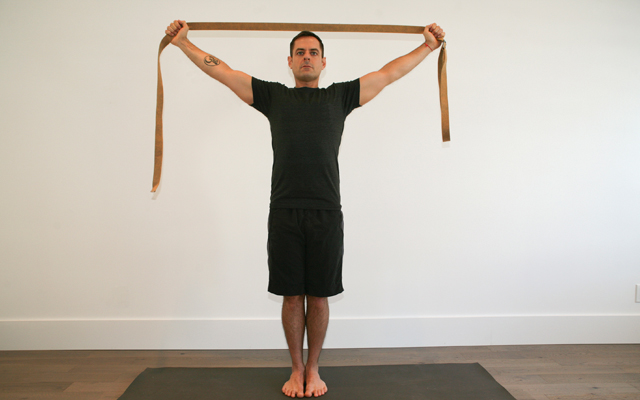 jock_yoga_tutorial_-_shoulder_stretch_2