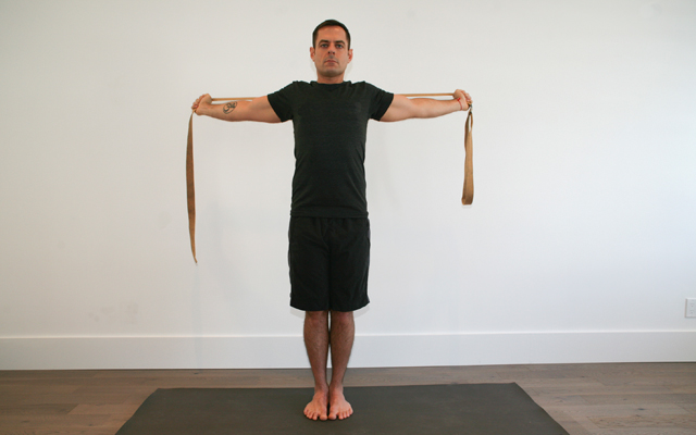 jock_yoga_tutorial_-_shoulder_stretch_3