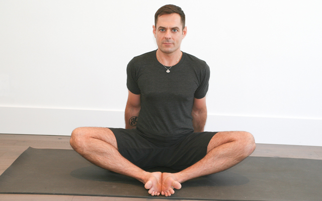 jock_yoga_tutorial_-_more_tips_for_tight_hips_-_4